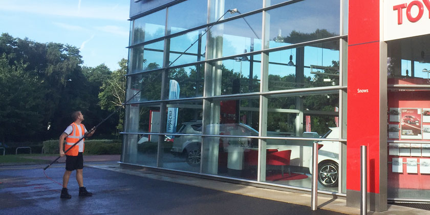 water-fed-pole-commercial-window-cleaning-fareham-hampshire